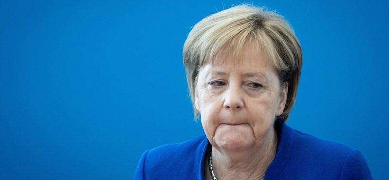 Merkel a közép fele akarja vinni a konzervatívokat