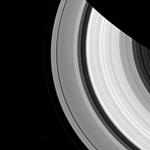 Ritka fotót lőtt a NASA a Szaturnusz holdjairól