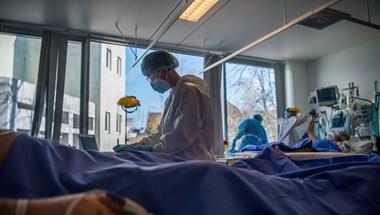 A járvány kezdete óta lakosságarányosan Magyarországon halt meg a legtöbb koronavírusos beteg