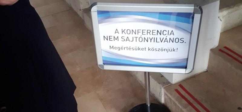 Az egri rektor tiltotta ki a sajtót a Magyar Nemzet-emlékülésről