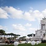 Már most elpusztult Róma karácsonyfája, a város kártérítést akar