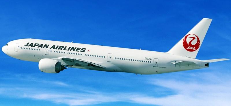 A Japan Airlines stewardessei mostantól hordhatnak kényelmes cipőt és nadrágot