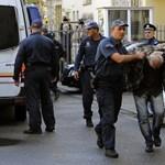 Koffernyi pénzzel érkeztek a puccskísérletet szervező oroszok