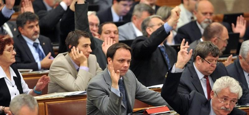 A kormány két évéről vitázik jövő csütörtökön a parlament