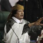 """Megszólalt Kadhafi: """"vegyék körbe lángok Líbiát"""""""