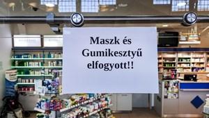 A gyógyszertárban végkimerülésig dolgoznak, vagy amíg el nem kapják a vírust