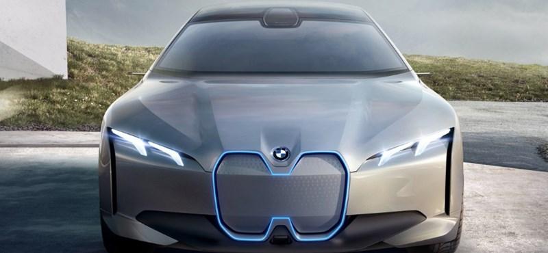 Jó hír a vezetést kedvelőknek: marad a kormány és a pedál a BMW-kben