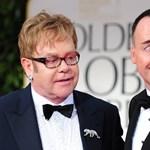 Elton John is összeházasodik barátjával