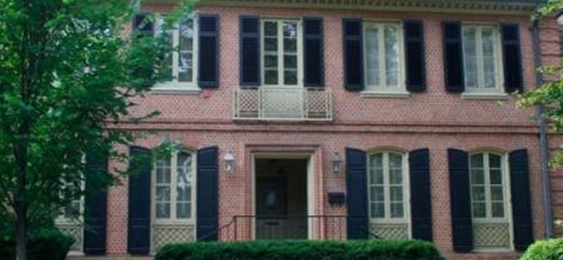 Minimum kétszobás lakást kaphatnak az állami vezetők