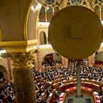 Már az ülésteremben is Simicskát és Nyergest keresik - percről percre a parlamentből