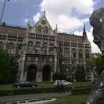Balatonszárszó befogadná a Kossuth térről kitúrt József Attila-szobrot