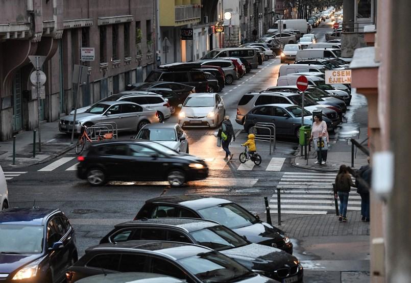 Aquí está el terrible precio de la gasolina: ¿Cómo podemos ahorrar en la conducción de nuestro automóvil mientras conducimos?