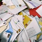 Két zsák kézbesítetlen levelet találtak egy békásmegyeri panelházban