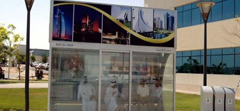 Luxus buszmegálló Dubajban