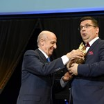 Orbán után Seszták és Gyárfás is kitüntetést kapott a FINA-tól