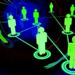 Veszély a neten: a fiatalok negyedének nyilvános a közösségi profilja