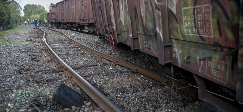 Kisiklott vagonok: este indulhatnak újra a vonatok Pécs és Villány között