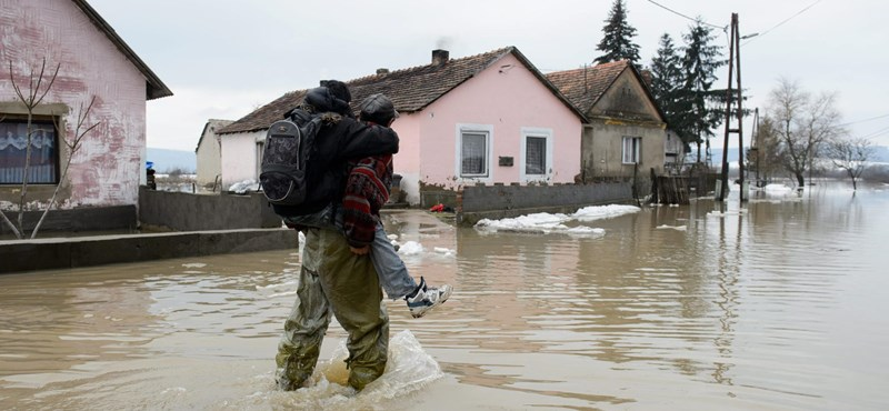 Fotó: házakat ürítettek ki egy faluban az árvíz miatt