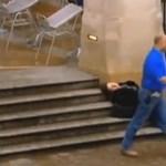 A Deák lépcsőjén keresztbe feküdt egy férfi
