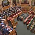 """Határozatképtelen lett a """"rabszolgatörvény"""" miatti rendkívüli parlamenti ülés"""