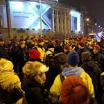 Tüntetésről tudósítottak, büntetést kaptak a Mérce újságírói