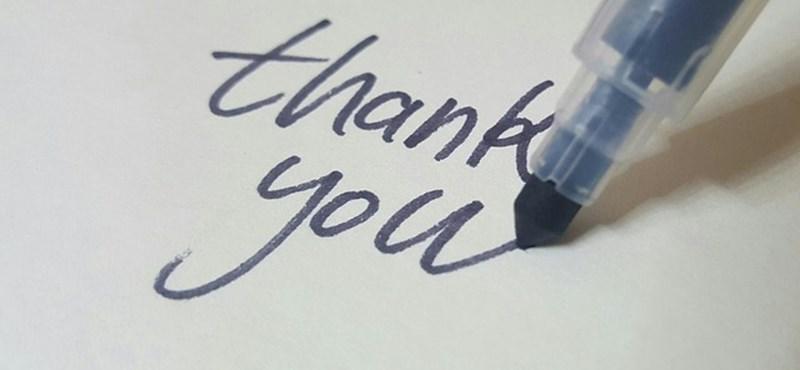 """""""Köszönjük, Zsóka néni"""": ilyen plakáttal köszönték meg tanárnőjük munkáját a hatodikos diákok"""