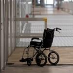 Jóval több beteget kellett hazaküldeni a kórházakból a NEAK számai alapján, mint amit az Emmi állít