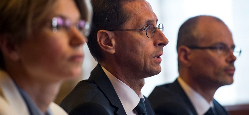 Varga Mihály: Nem tervezi a kormány a kamarai díj eltörlését