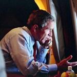 Bush csendben üzent a médiára rárontó Trumpnak