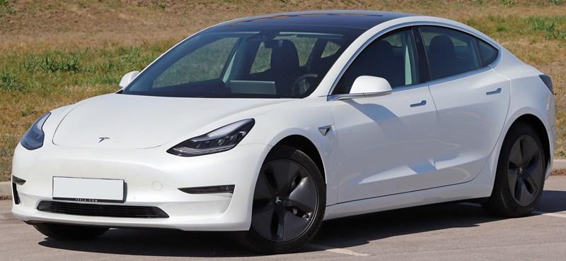 Kívül-belül unikum: kipróbáltuk a kisebb és olcsóbb új Teslát, a Model 3-at