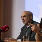 Tüntetők zavarták meg Bayer Zsolt előadását