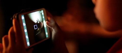 Nem a közösségi média használata a káros a gyerekekre, hanem amivel jár