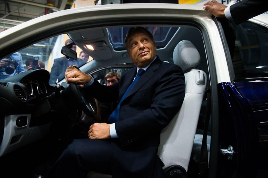 Orbán Viktor, Opel gyár, gyárátadó, gyáravatás, autógyártás, ipar, nagyítás - gyaravataska