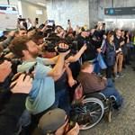 Hazatért Michelisz, rajongók fogadták a repülőtéren – fotógaléria