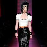 Jean Paul Gaultier visszavarázsolta Amy Winehouse-t a kifutóra (videó)