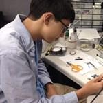15 éves fiú találmánya: beteg nagyapjának találta ki, milliókon segíthet