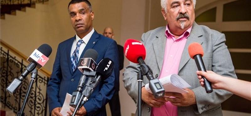 Lehallgatókészülékek után kutatnak a roma önkormányzatnál