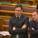 Plakáttörvény: az MSZP szerint Gulyás Gergely csempészett be tőlük egy módosító javaslatot