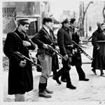 Dán fotóművész 1956-os fotóiból nyílt kiállítás - köztük a hős géppisztolyos lánnyal, Erikával