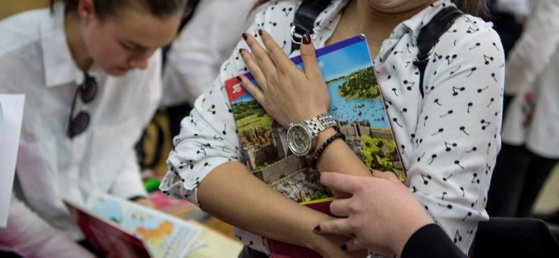 Pánik, piros atlaszok, kabalaállat: így indult a töriérettségi