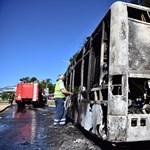 Ennyi maradt a ma reggel kigyulladt BKV-buszból - fotók