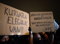 Az ellenzék a provokátoroktól tart a mai tüntetésen