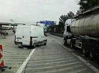 Féknyomok és videó mutatják, mennyire balesetveszélyes az M0-s egyik lehajtója