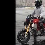 Jégen akart motorozni az orosz férfi, kitalálja, hogy mi lett a vége? – videó