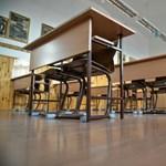 Sztrájk helyett az állami vezetők bölcs döntéséért imádkoznak egy makói iskolában