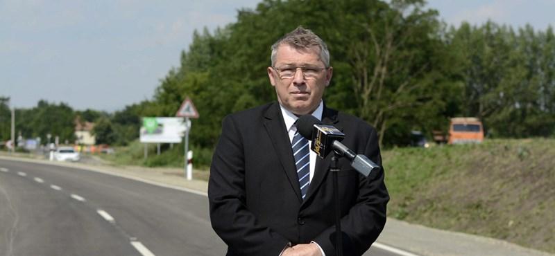 Költségvetési csalás miatt nyomoznak a fideszes Szabó Zsolt ellen
