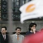 Déltől a Parlamentben döntenek Orbánék Schmitt utódjáról, Ádert is meghívták