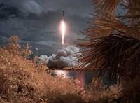 Lenyűgöző fotókat tett közzé a NASA a SpaceX űrhajó szombati startjáról