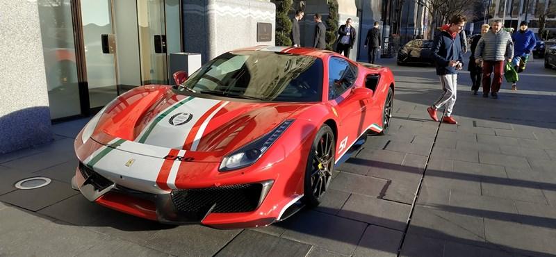 Átvette szuperritka Ferrariját a budapesti milliárdos, amelyet csak versenyzők kaphatnak