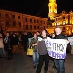 """""""Anyu, add el a házat, tanulni akarok"""" - 300-an tüntettek Pécsen"""